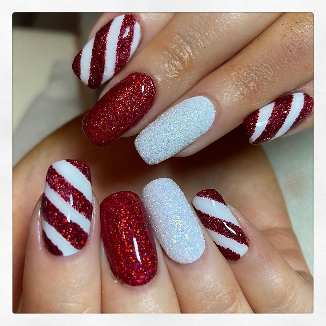 Christmas Nail Art Ideas To Keep Your Manicure Cut