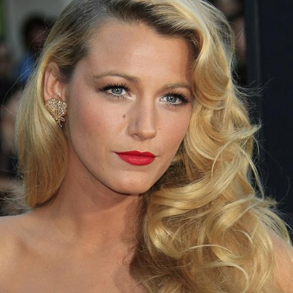 Old-Hollywood Curls: A Glamorous Hairstyle For The