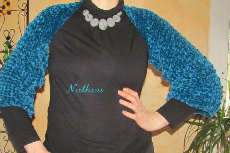 892718bc9eb26 Très simple à tricoter. Ici, j'ai utilisé une laine chenille bleu canard