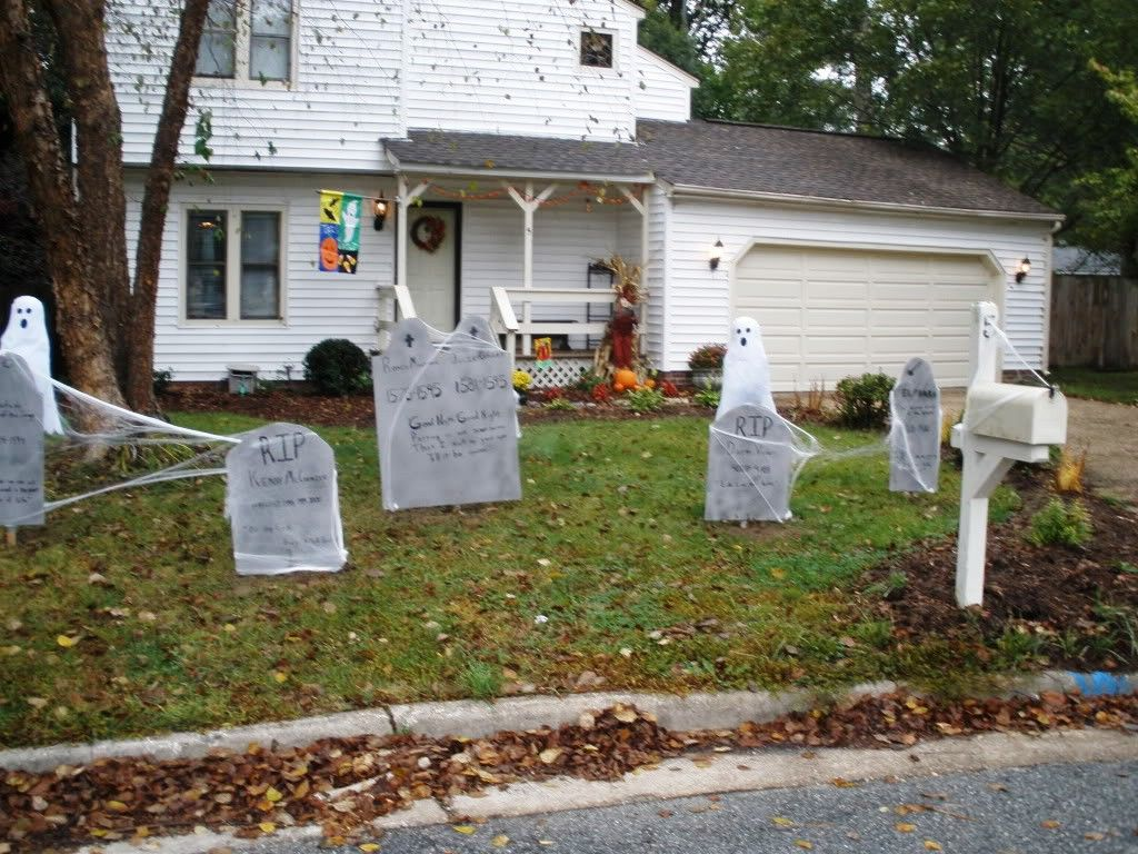 35 Best Ideas For Halloween Decorations Yard With 3 Easy Tips - Halloween House Decorating Ideas Outside