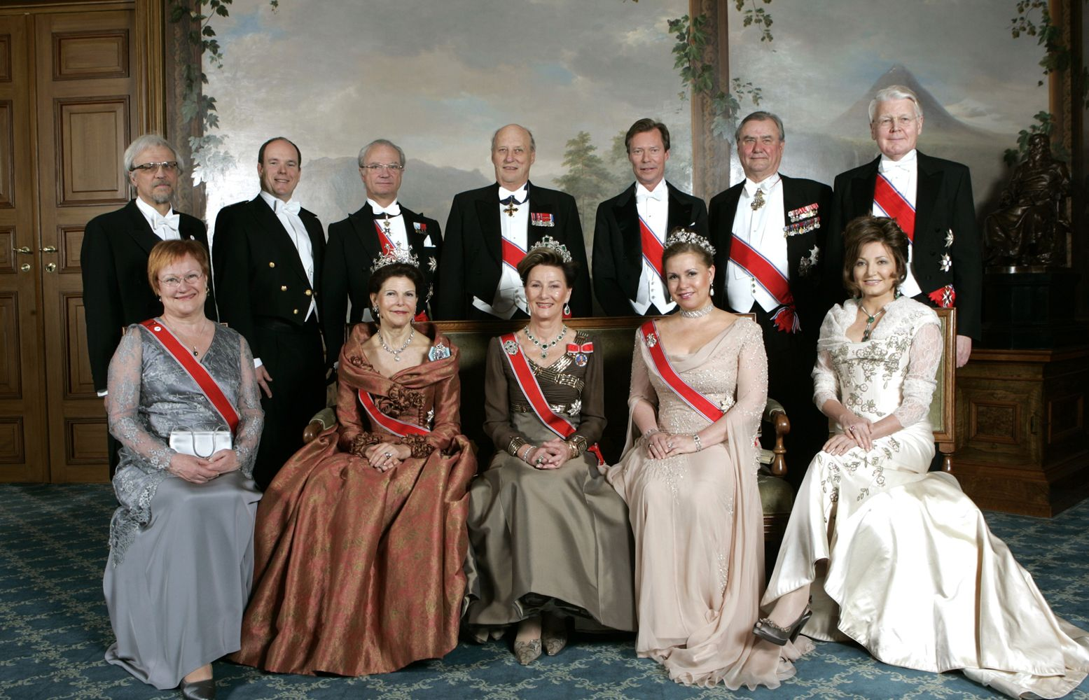 Front L To R Unknown Queen Silvia Of Sweden Queen Sonja Of Norway Grand Duchess Maria Teresa Of Luxembourg Back L To R Unknown Konge Dronning Kongelige