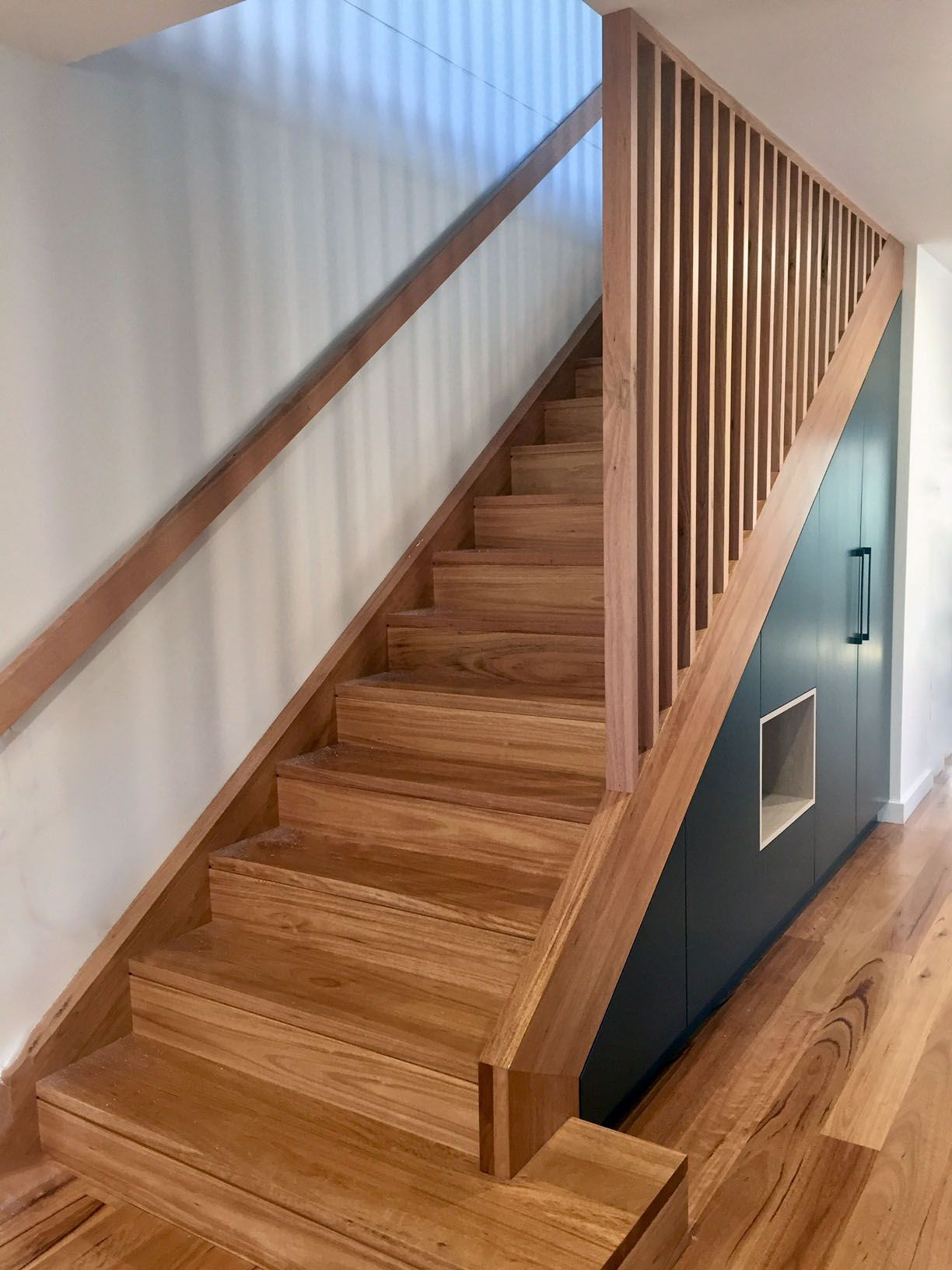 Best Blackbutt Staircase With Matching Handrail And Timber 400 x 300