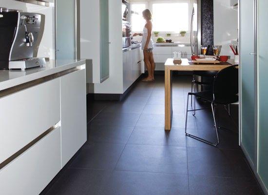 Un piso oscuro para la cocina ayuda a mantener organizada for Piso de concreto cera cocina