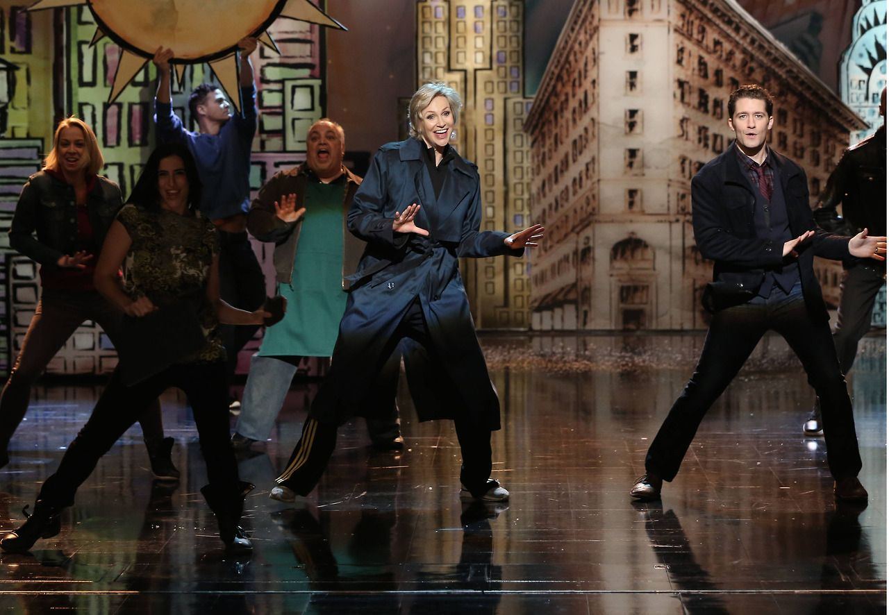 "GLEE: Sue (Jane Lynch, L) and Will (Matthew Morrison, R) perform in the ""Opening Night"" episode of GLEE airing Tuesday, April 22"