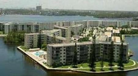HASAPOINTEAST_jpg77755+ BEGINS THE GOLDEN AGE  - POINT EAST IN MIAMI Y CENTURY VILLAGE IN FORT LAUDERDALE-SOUTH FLORIDA SALES & RENTALS http://wp.me/p1ZNtm-Qi