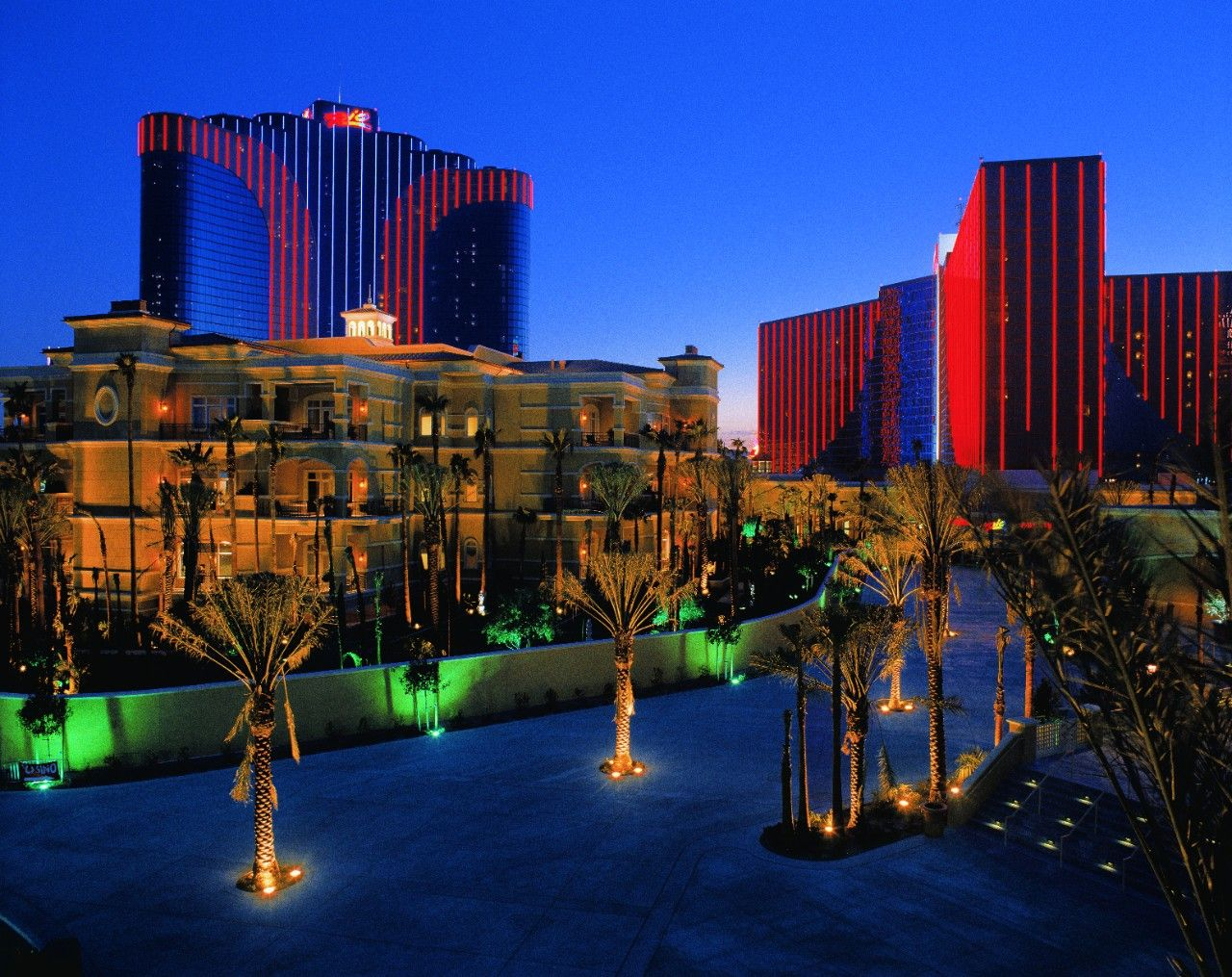 From White Sand Beach Pool To A Rooftop Lounge There Are So Many Things Do In Las Vegas At Rio All Suite Hotel