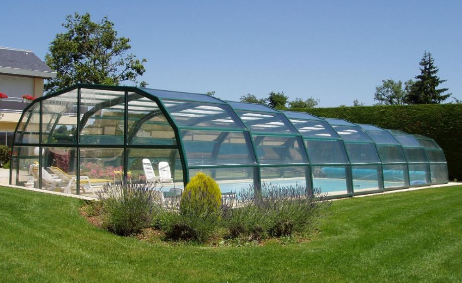 Beautiful Curved End Enclosure In The Summer Sun Pool