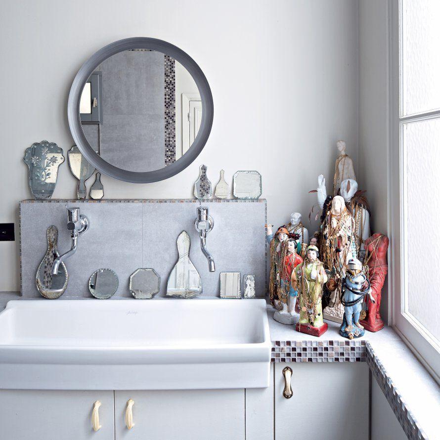 Une salle de bains onirique Shiri a disposé sa collection de