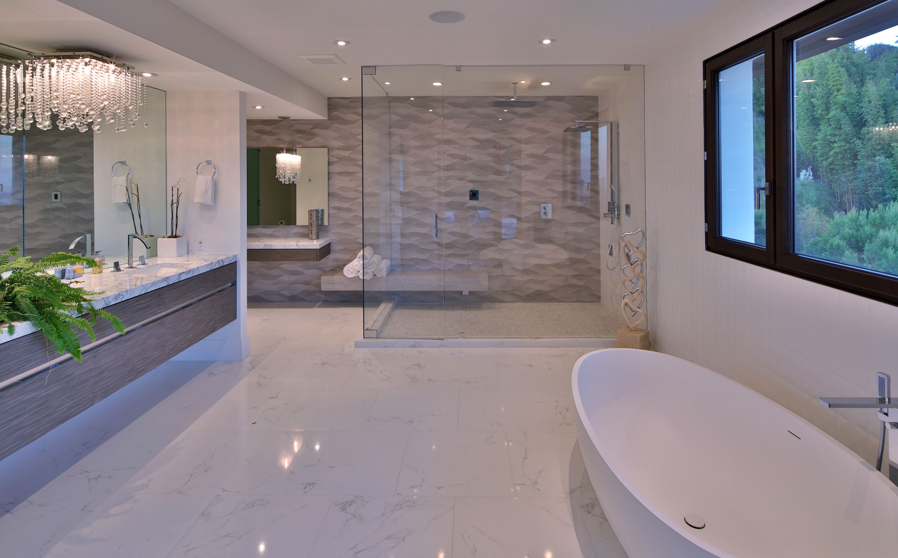 Modern Luxury Master Bath With Marble Luxury Bathroom Master Baths Top Bathroom Design Luxury Master Bathrooms