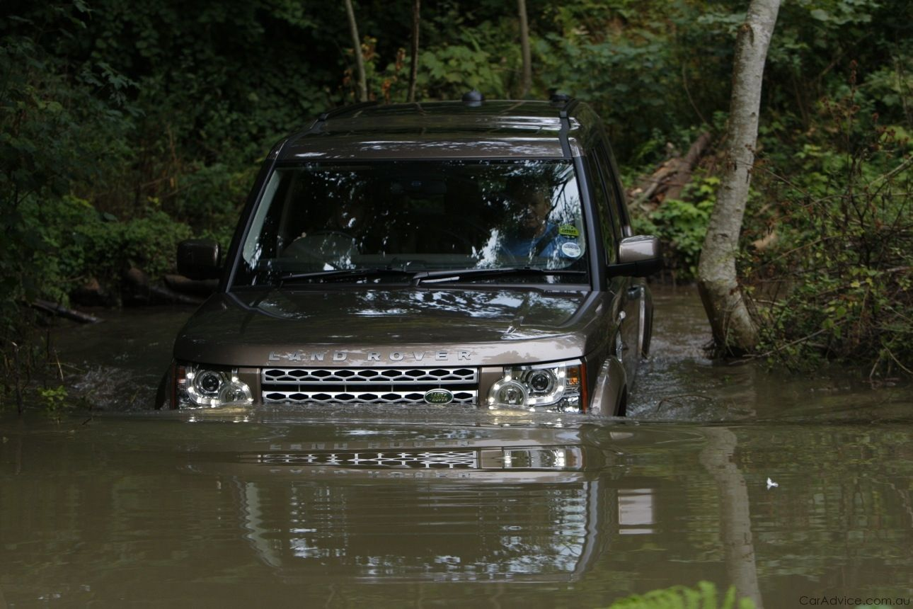 Land Rover Discovery 4 Review Photos (6 of 82