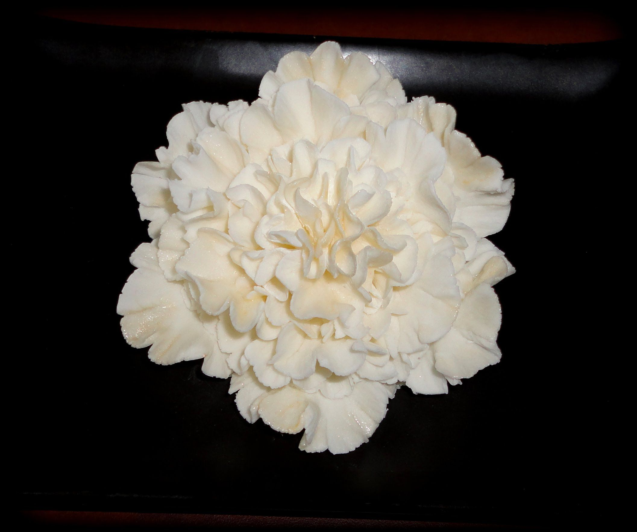 Sugar flowers may look complicated to make but this video tutorial 1c5c49beb7c271b898916ae13b882186g mightylinksfo