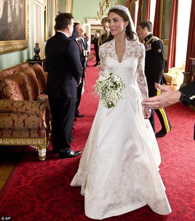 Confira Tudo Sobre O Vestido E Joias De Casamento Da