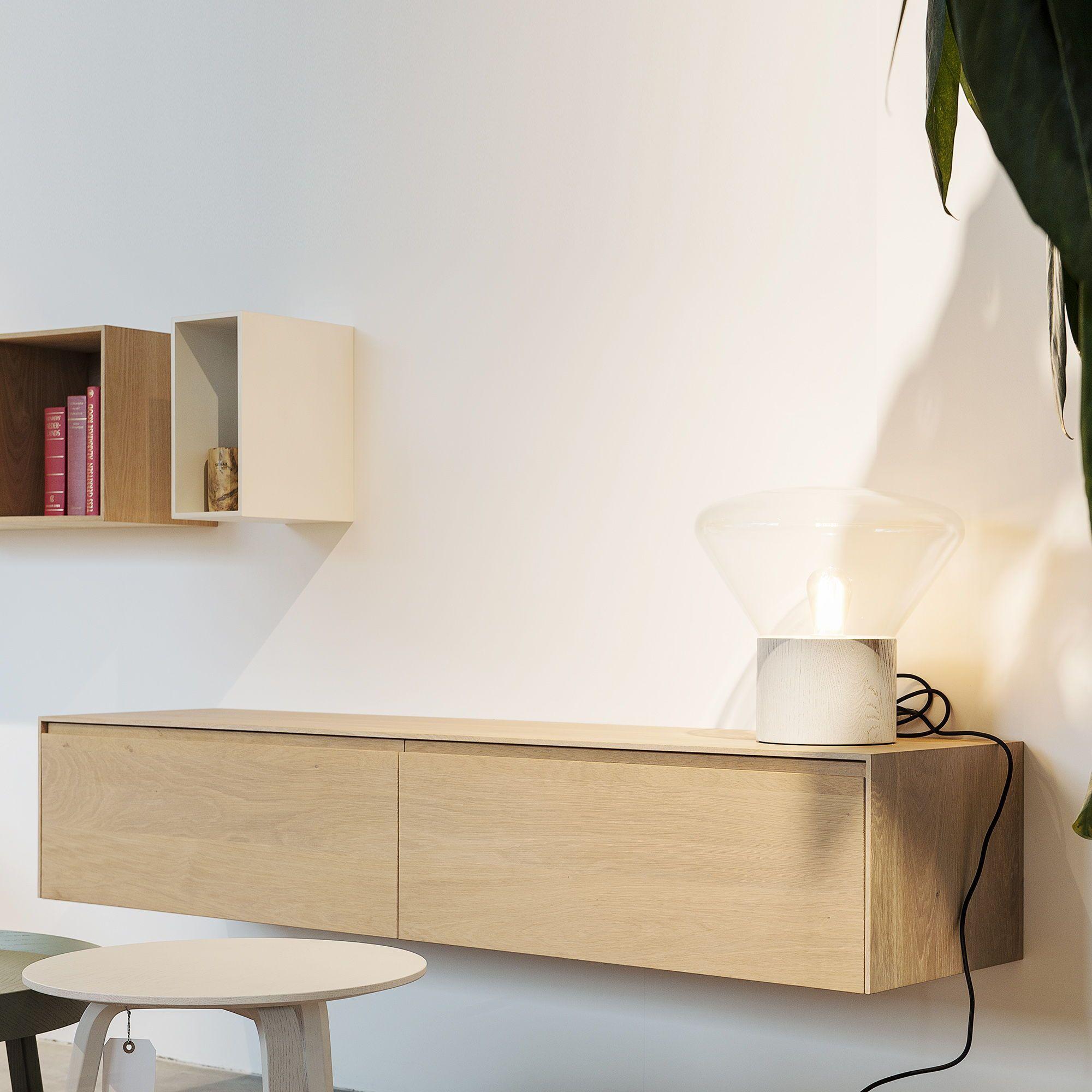 Luxe massief houten dressoirs in massief noten en eiken aangevuld met open vakjes of losse