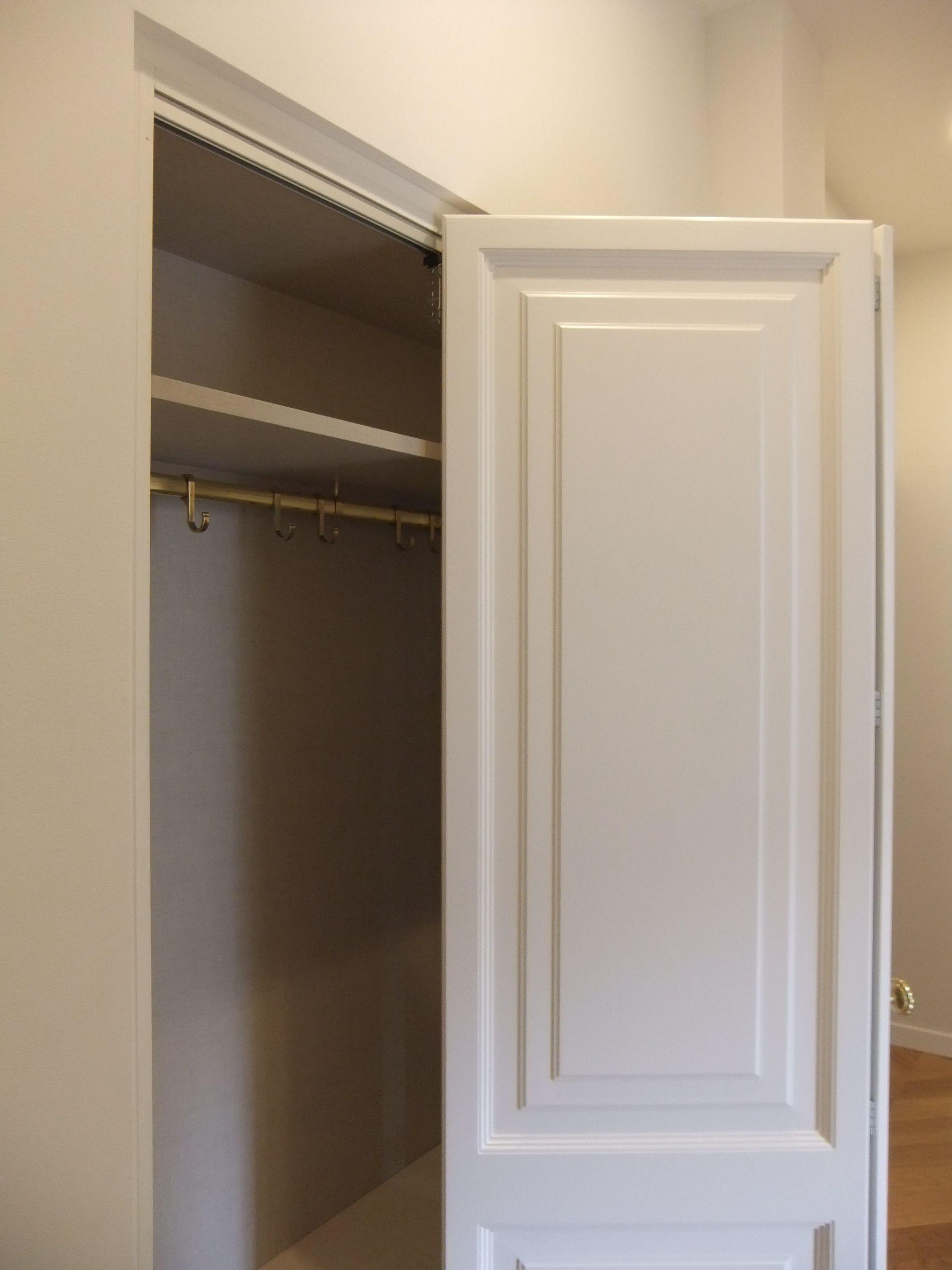 Dettaglio armadio, ante a telaio con fodrina sbalzata ...