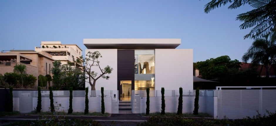 Tel aviv based studio pitsou kedem architects has designed the contemporary bauhaus on the carmel project this square foot two story contemporary home is