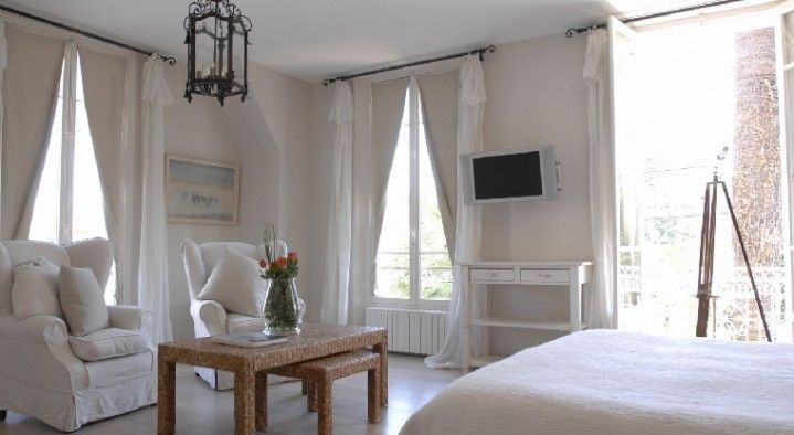 Villa Val des Roses, Antibes - Bed and Breakfast Europe