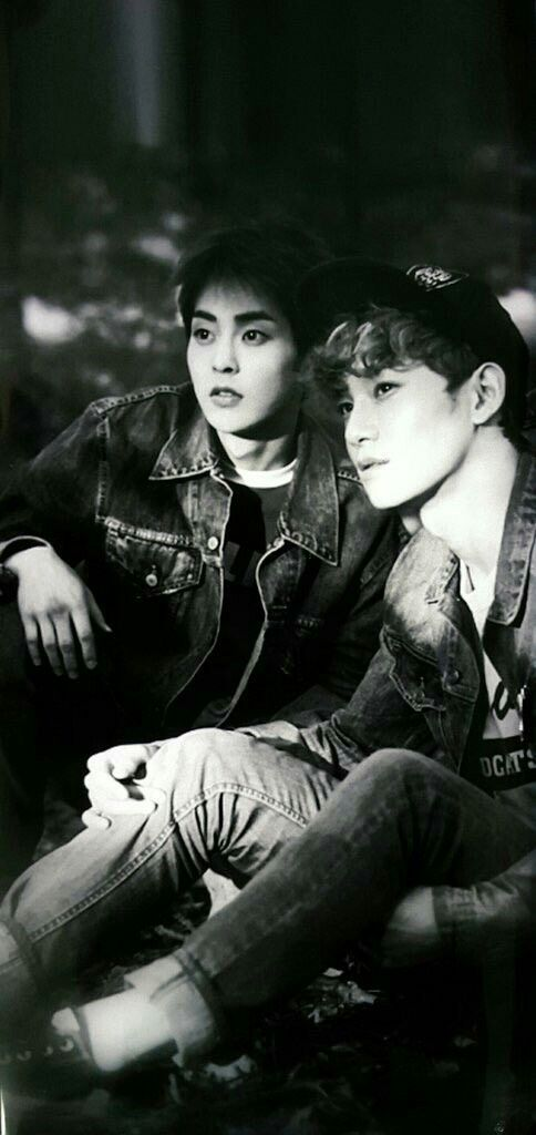 Why does this look like a XiuChen wedding picture?