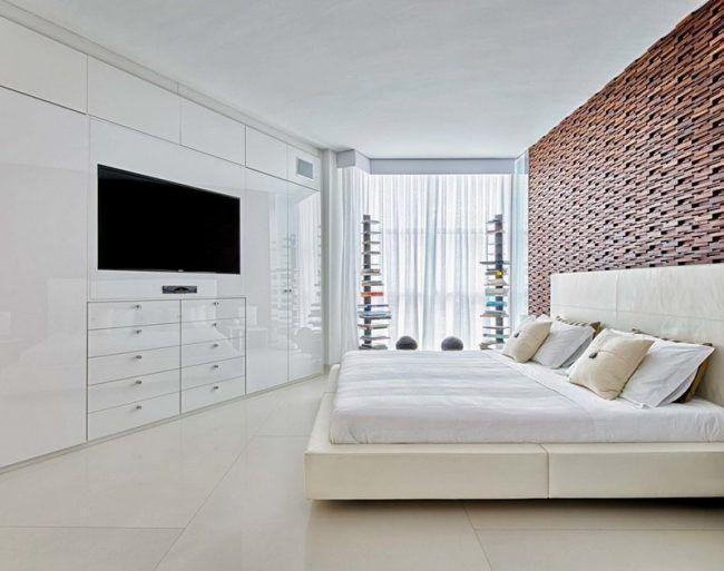 Schlafzimmer-Ideen-Weiss-Holzwand-Natursteinfliesen-Hochglanz - schlafzimmer ideen in wei