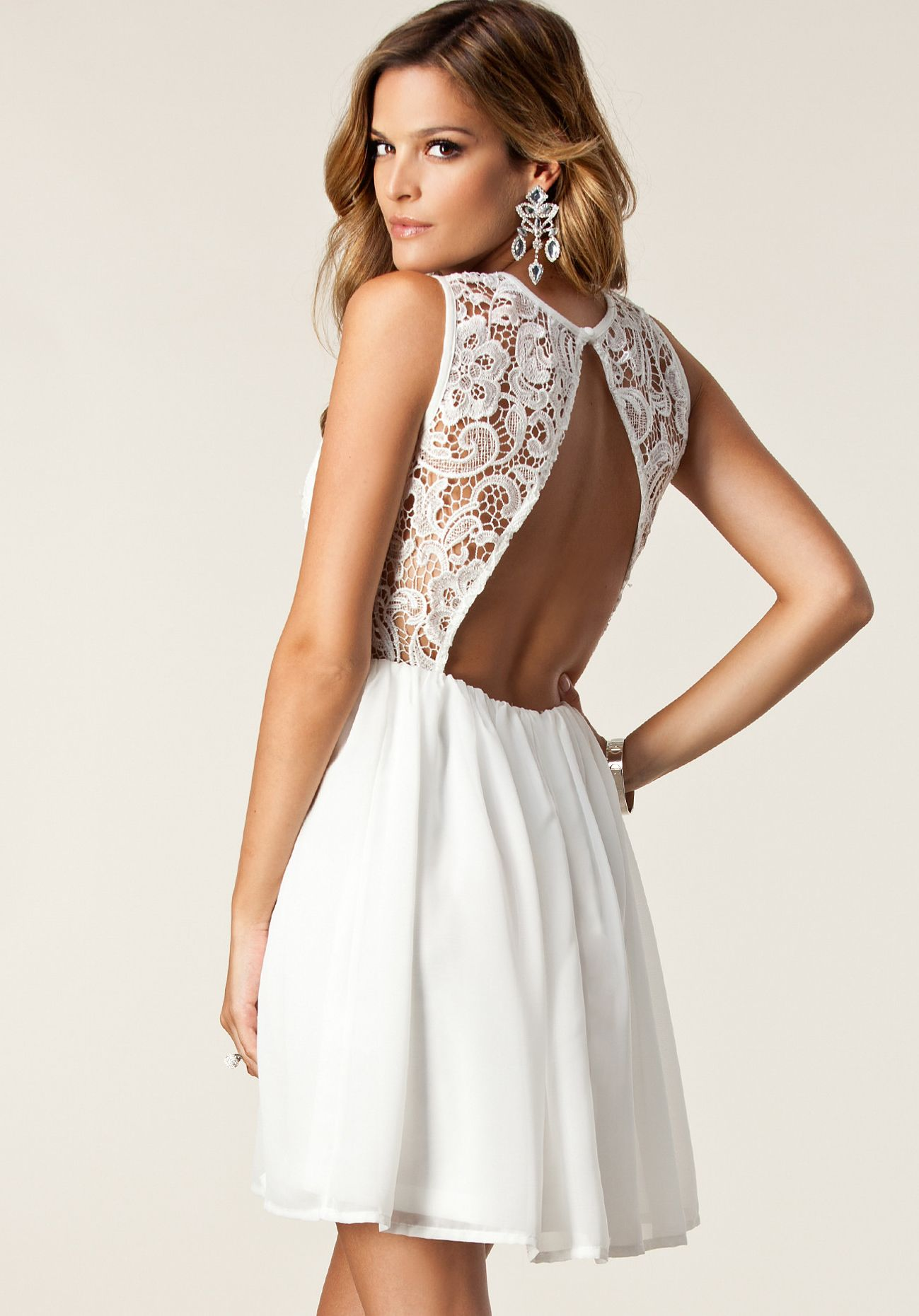 White sleeveless floral crochet lace pleated dress crockpot