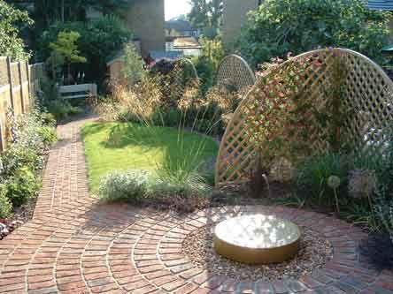 love the fencing idea long narrow garden garden fencing trellis garden ideas paving