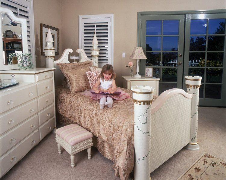 echtes Prinzessinenzimmer mit Burg-Bett