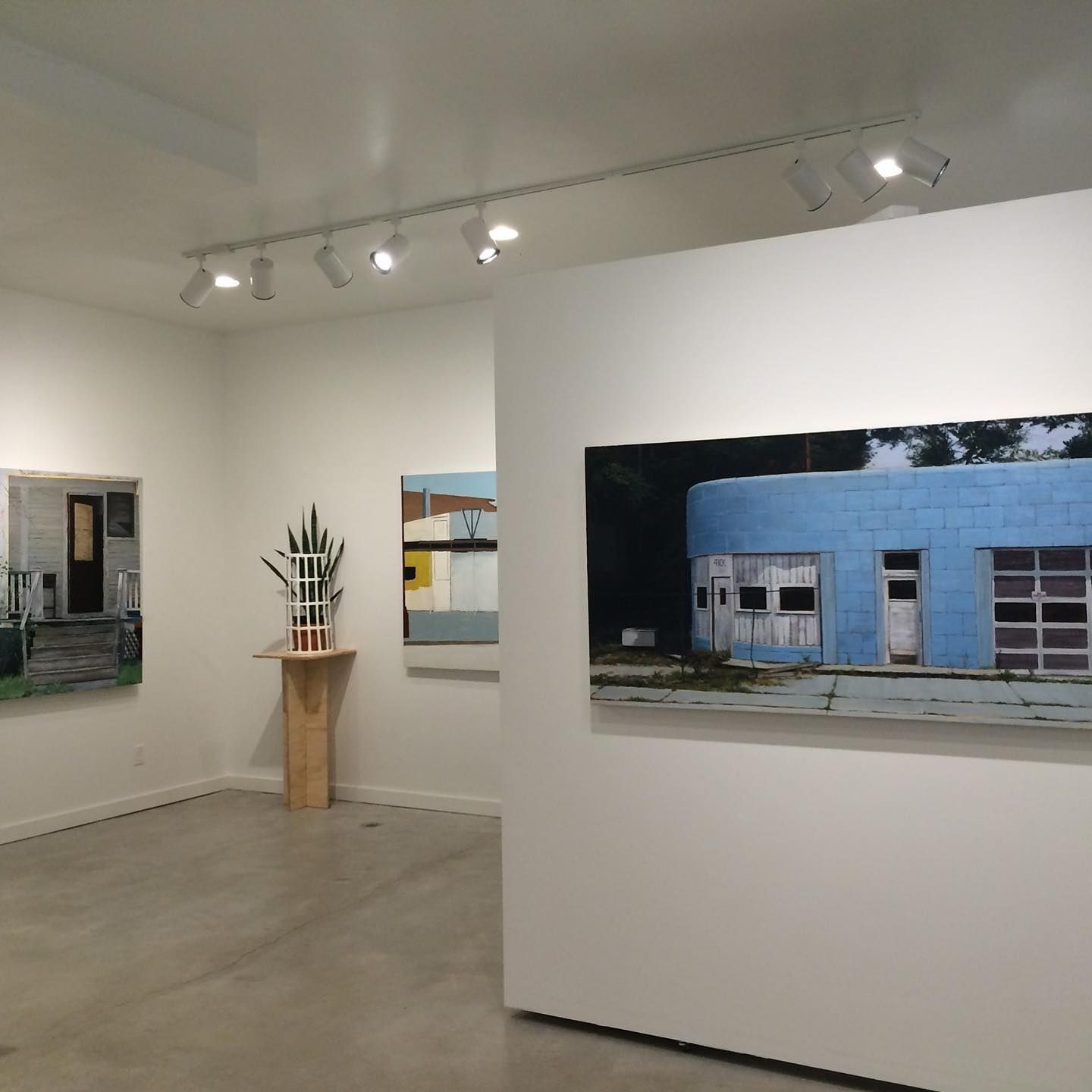 For Rent Storefront 700 Heat Water Sewer Included Perfect Gallery Space Or Retail Space High Ceilings Led Lighting Studio Space Living Spaces Home Decor