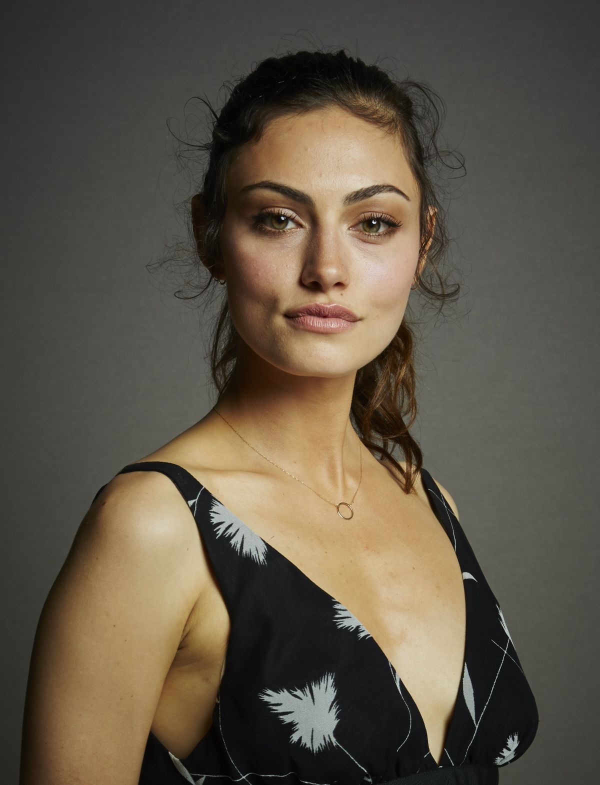 pictures Phoebe Tonkin
