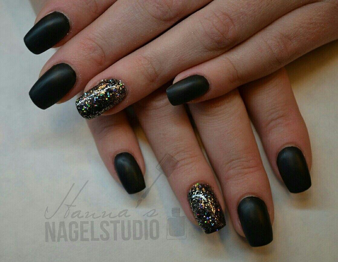 Mat zwart like it ❤ acryl nagels mat zwart met glitter by Hanna\'s ...
