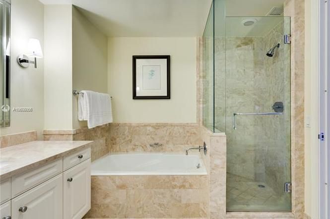 1435 Brickell Ave 3004 Miami Fl 33131 Brickell Steam Showers Bathroom Bathtub