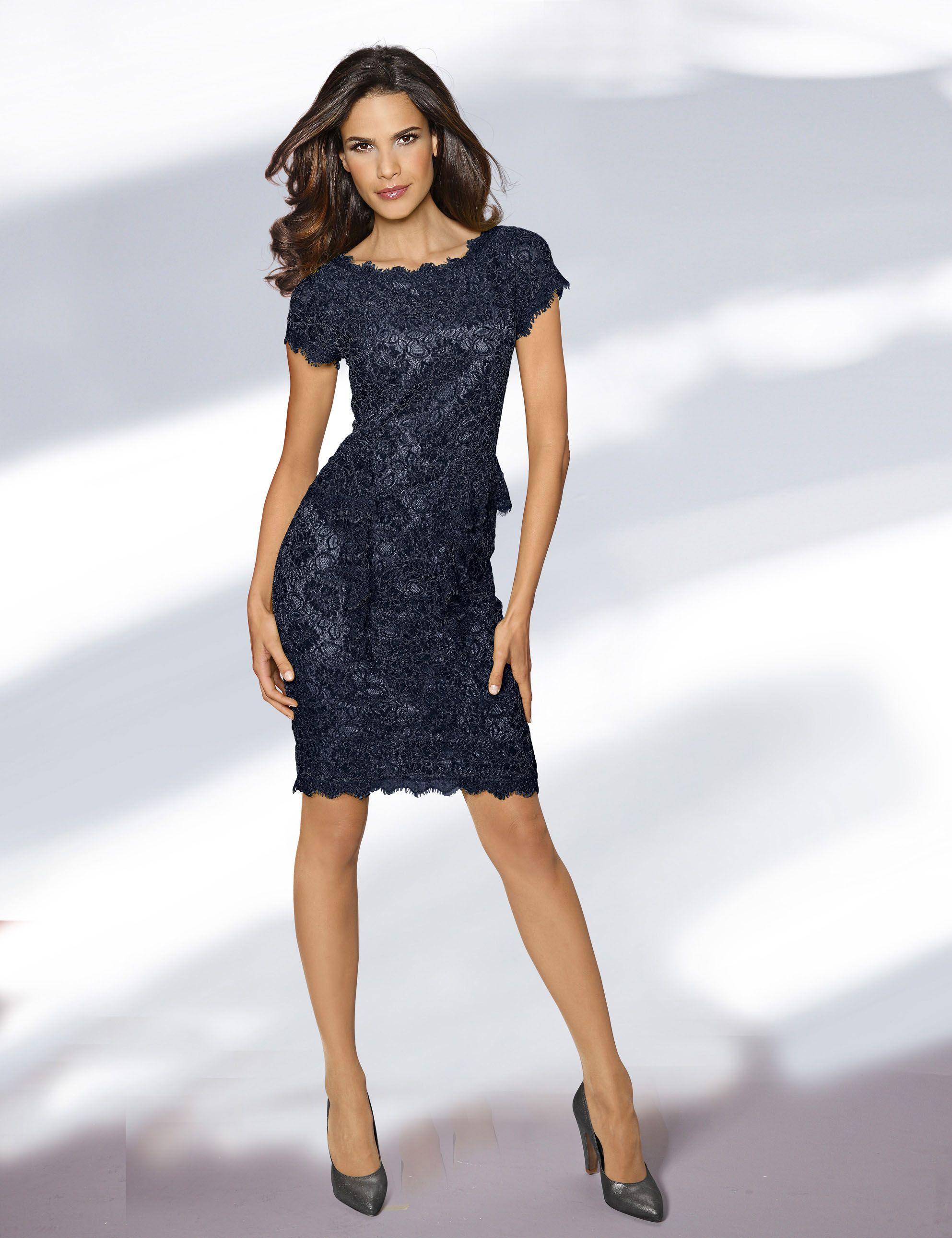 Blaues Spitzenkleid mit kurzen Ärmeln. | kleider | Pinterest | Moda