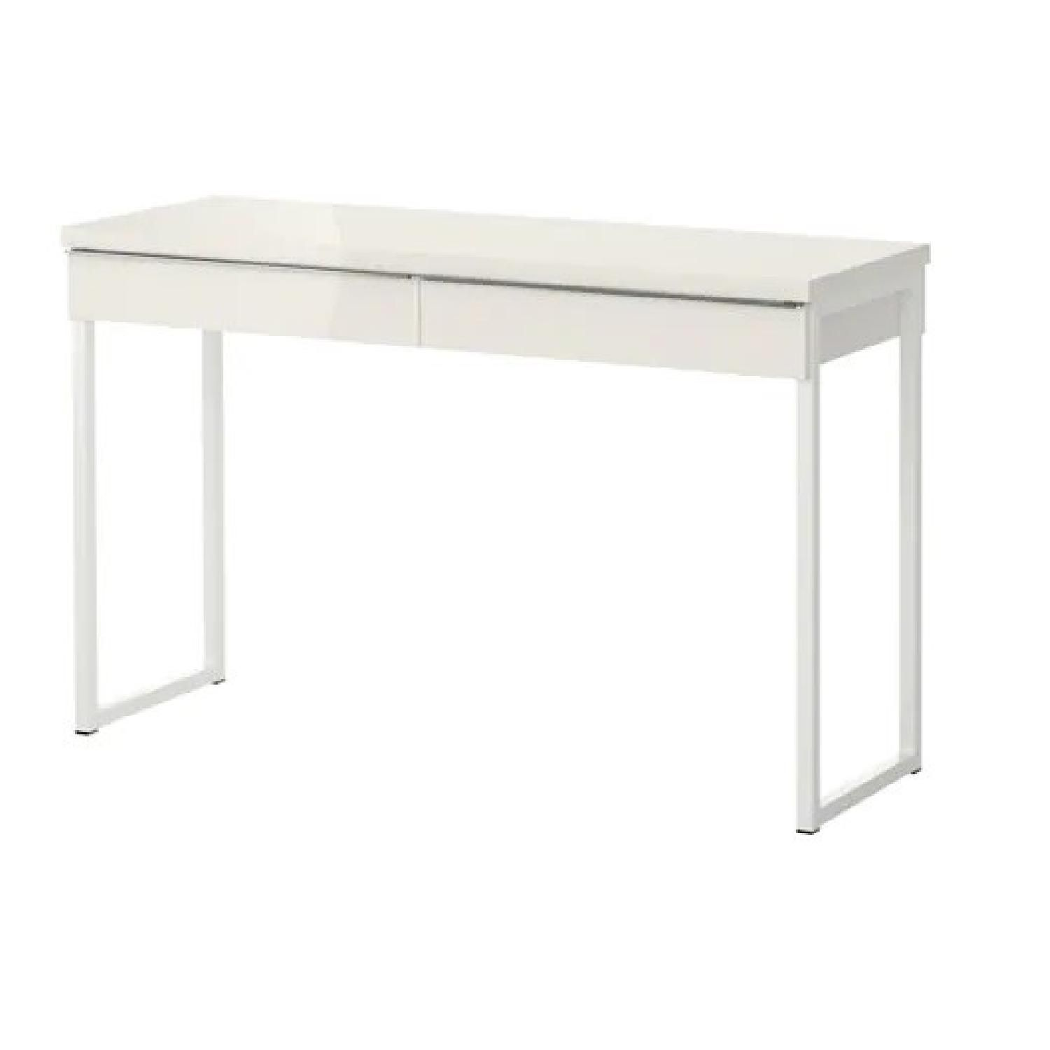Magnificent Ikea Besta Burs White Desk Table In Satisfactory Condition Squirreltailoven Fun Painted Chair Ideas Images Squirreltailovenorg