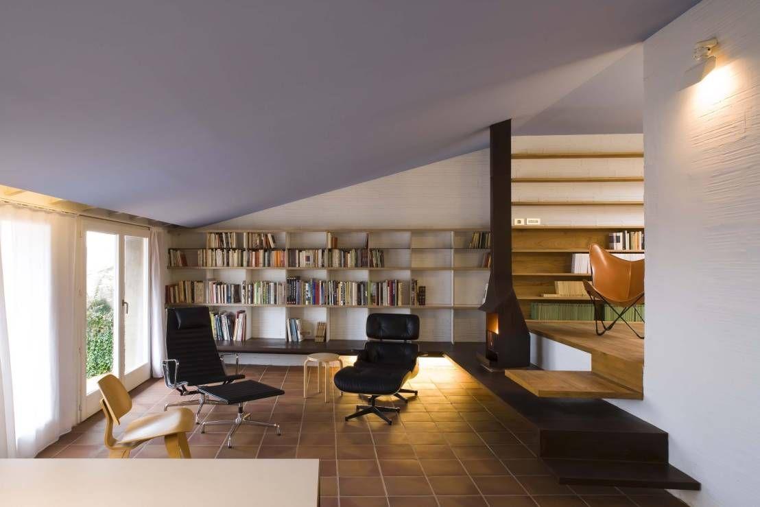 las bibliotecas deben de estar rodeadas de muebles y decoracion que nos ayuden a y