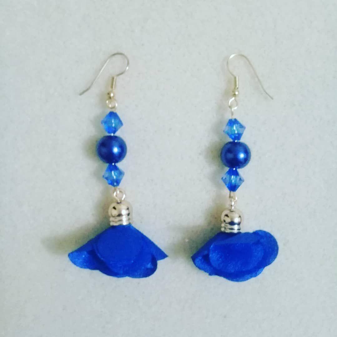 79d0cb631d3d  aretes  borla  azul  perla  acrilico  moda  belleza  accesorios  bisuteria   joyas  hechoamano  queregalar. Envío a toda Colombia. Escriba…