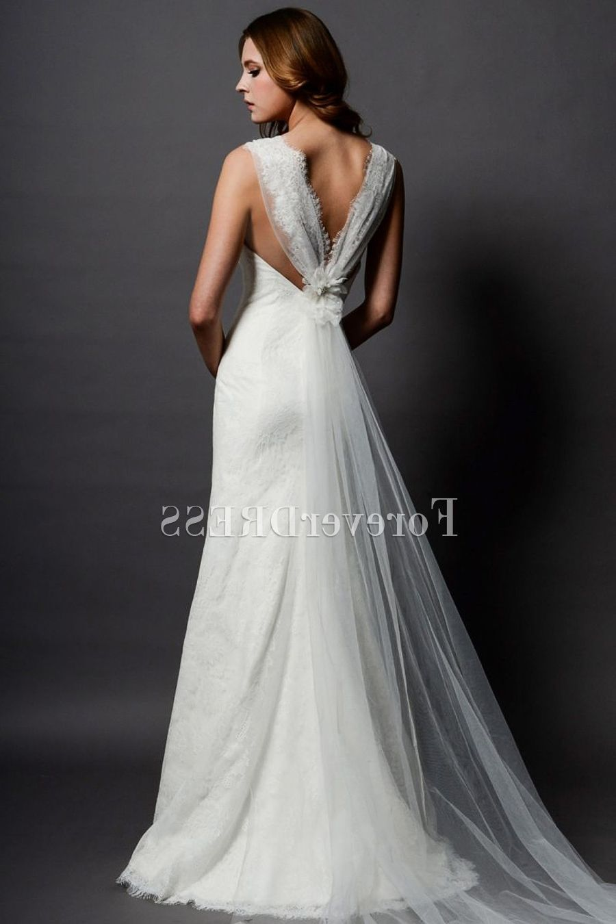 Wedding dresses for short hourglass figures