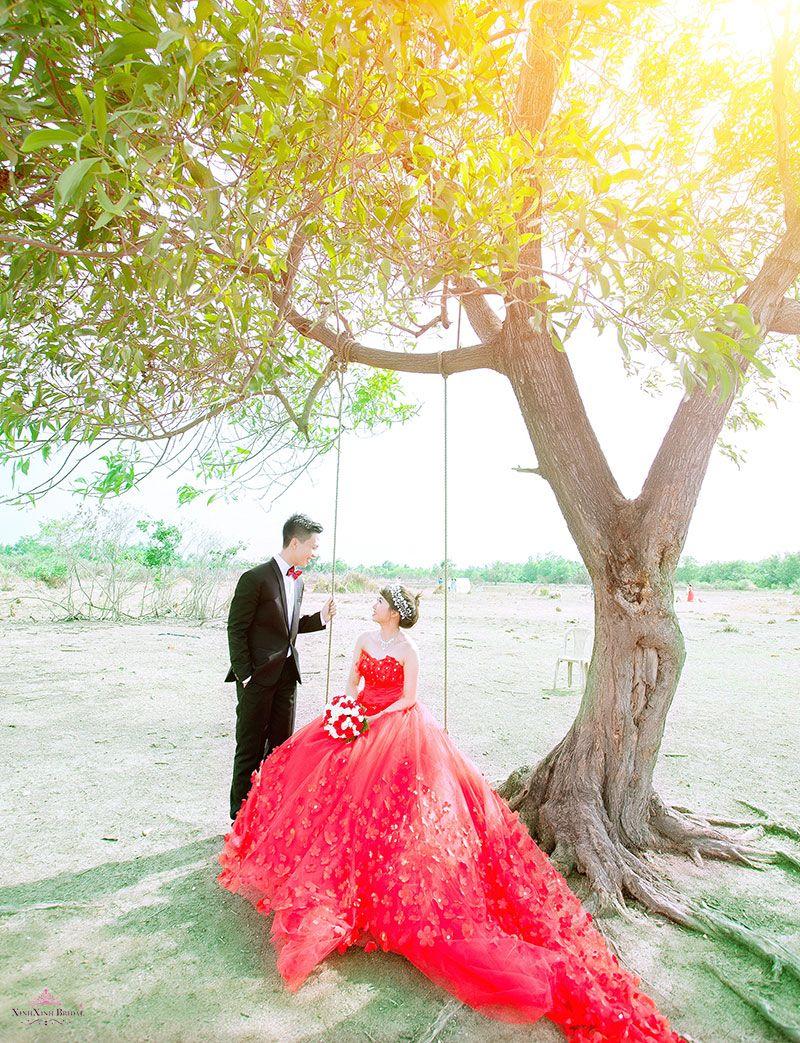 Album hình cưới chụp ở phim trường Green House TPHCM. Áo