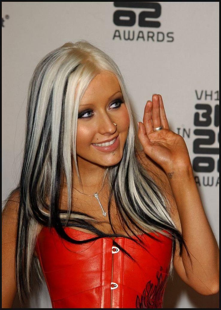 Christina Aguilera Lip Piercing | Einfache Frisuren ...