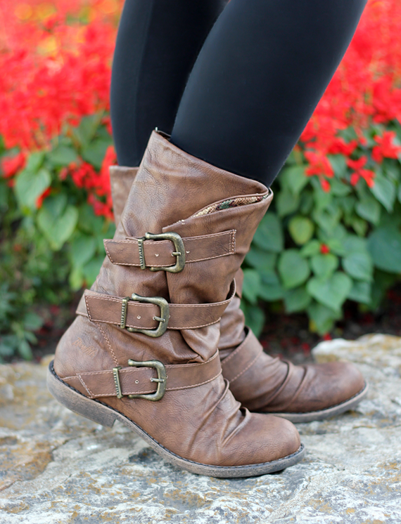 If these were black, they'd be mine! Melissa of Bubby and Bean wearing the Blowfish Alms Boots in Whiskey Faux Leather.