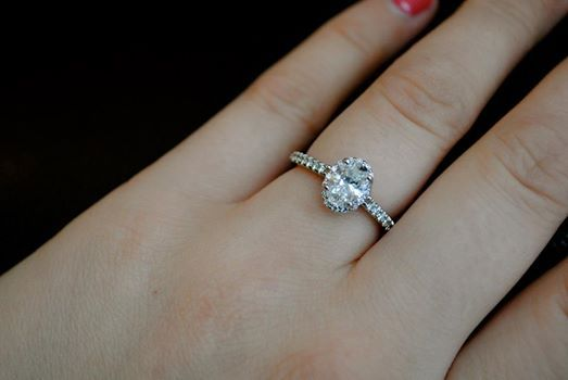 Size 7 Finger 8211 How Many Carats Specifically Ovals But All Welcome Wedd Engagement Ring On Hand Oval Diamond Engagement Ring Oval Diamond Engagement