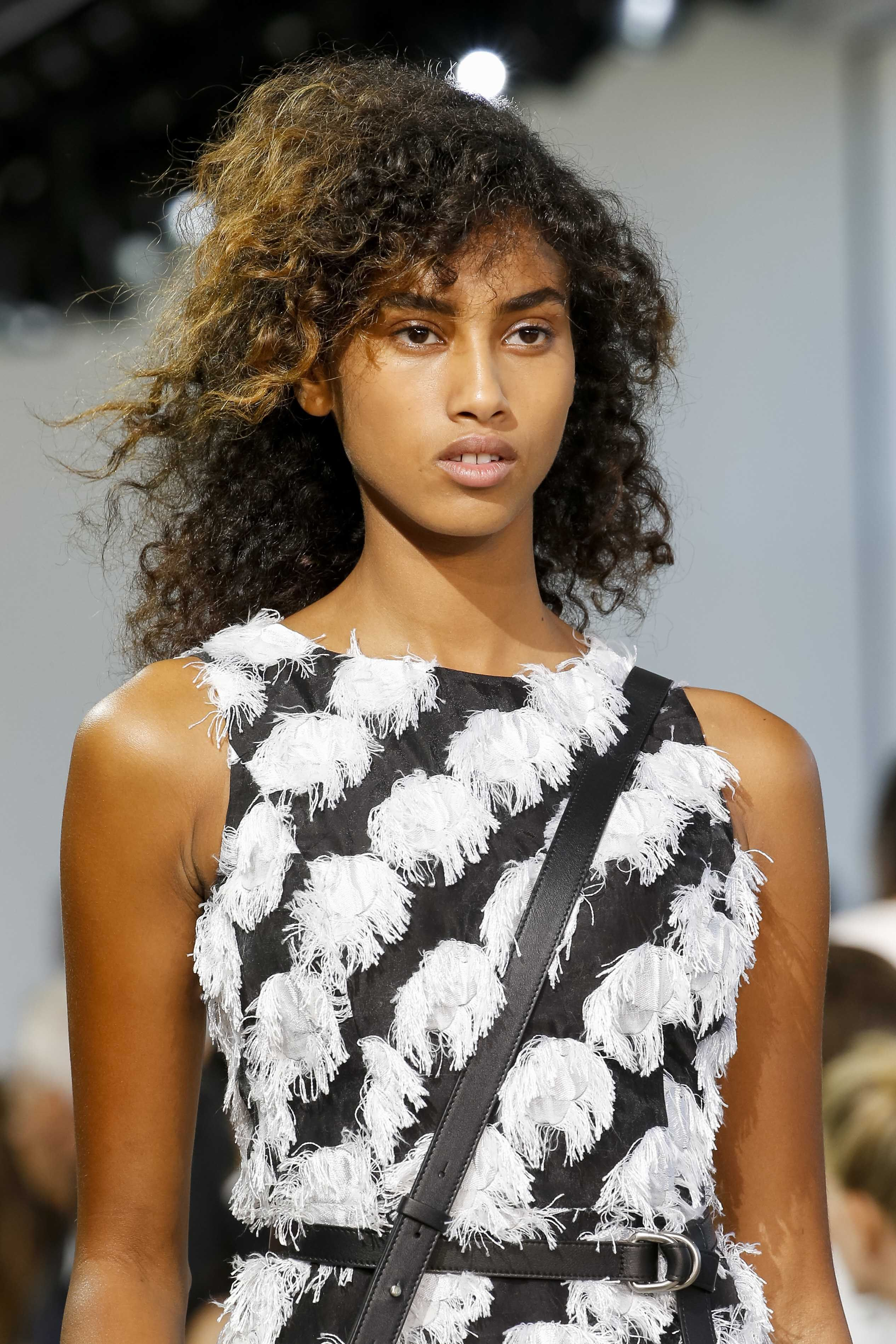 Easy natural hairstyles we still adore for attractive guise people