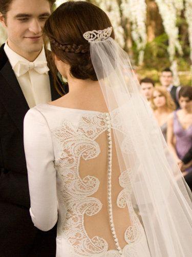 I Love The Back Of Bella Swan S Wedding Dress Bella Wedding Dress Twilight Wedding Dresses Twilight Wedding