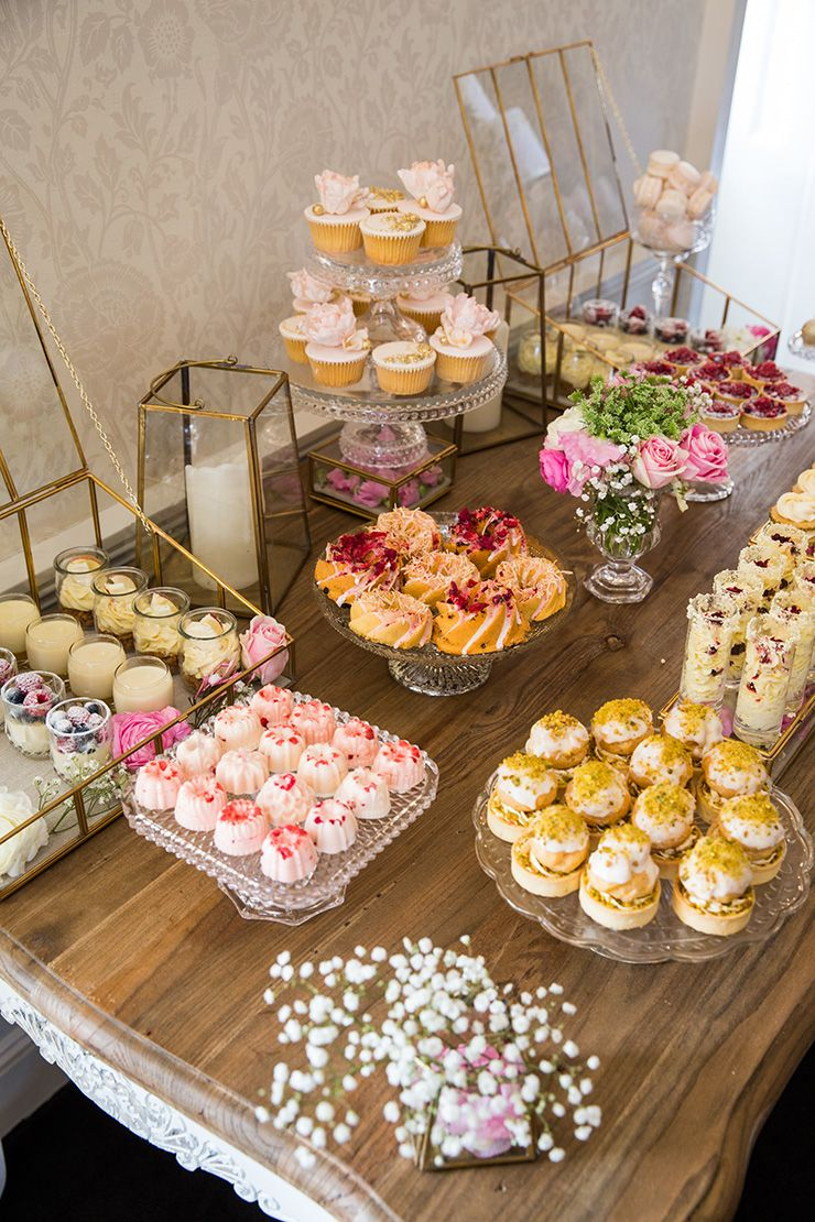 How to host a beautiful bridal shower bridal shower - Tables roulantes dessertes ...