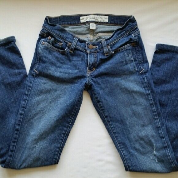 Abercrombie & Fitch Distressed Jeans Abercrombie & Fitch Distressed Skinny Dark Denim Jeans, 99% cotton Sz 00S Abercrombie & Fitch Jeans Skinny