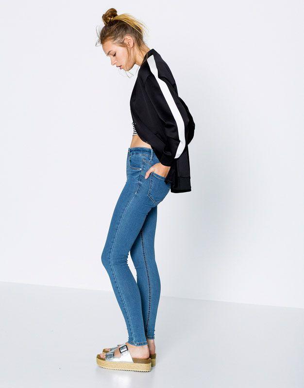 Pull&Bear - mujer - ropa - jeans - jeans capri tiro medio - azul ...
