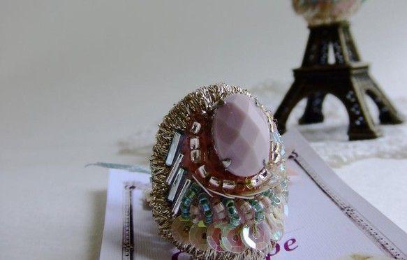 ビーズ刺繍による技法でつくった指輪です。|ハンドメイド、手作り、手仕事品の通販・販売・購入ならCreema。