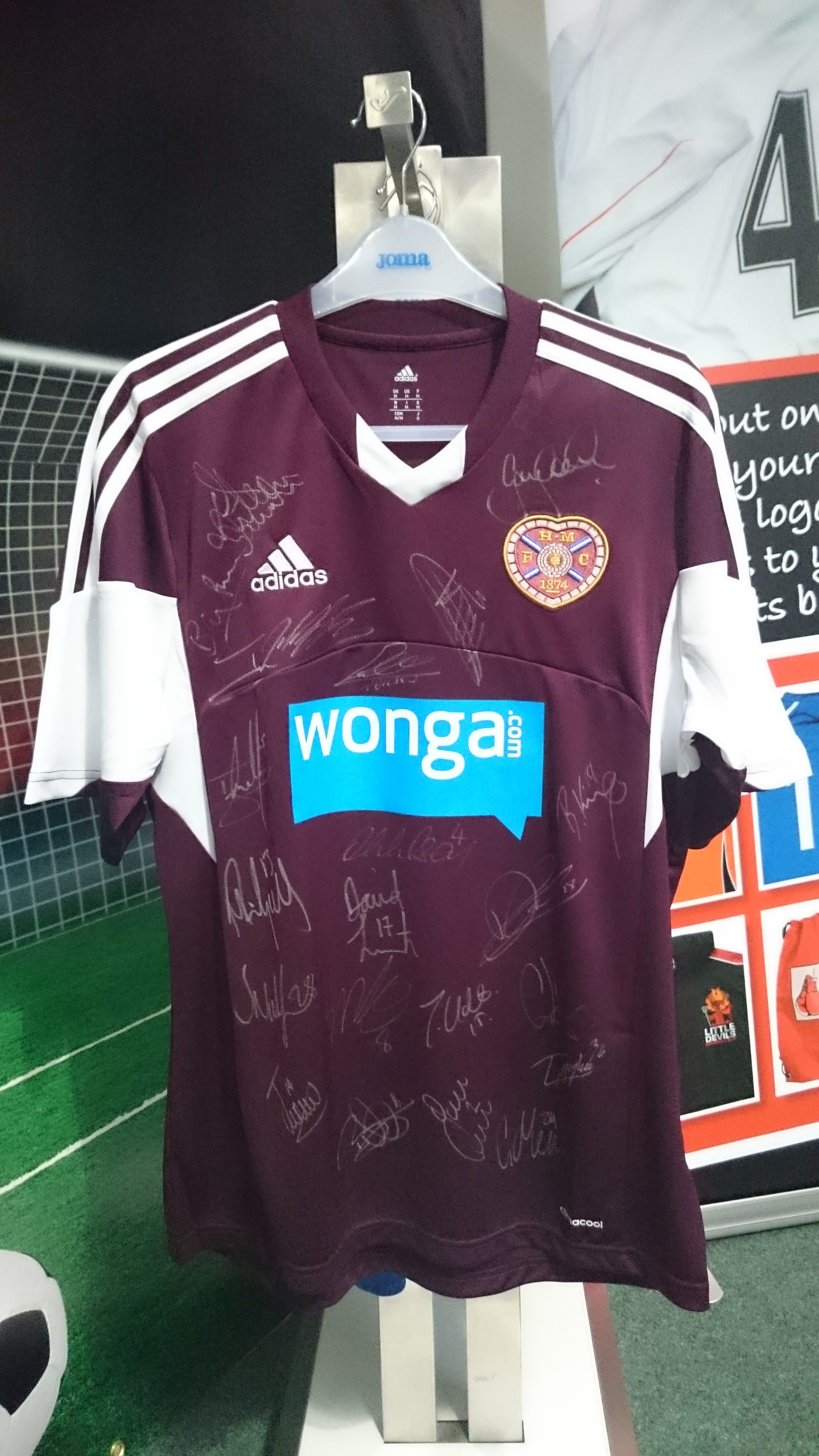 Hearts top signed by the players - 2013 2014  245430093