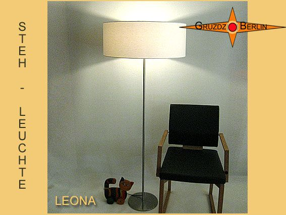 Stehleuchte LEONA h 155 cm Stehlampe hell natur. Tischleuchte SENTA, hell naturfarben. Ein schlichtes Streifenjacquard aus Baumwolle - Leinen gibt dem Raum eine feine Eleganz.
