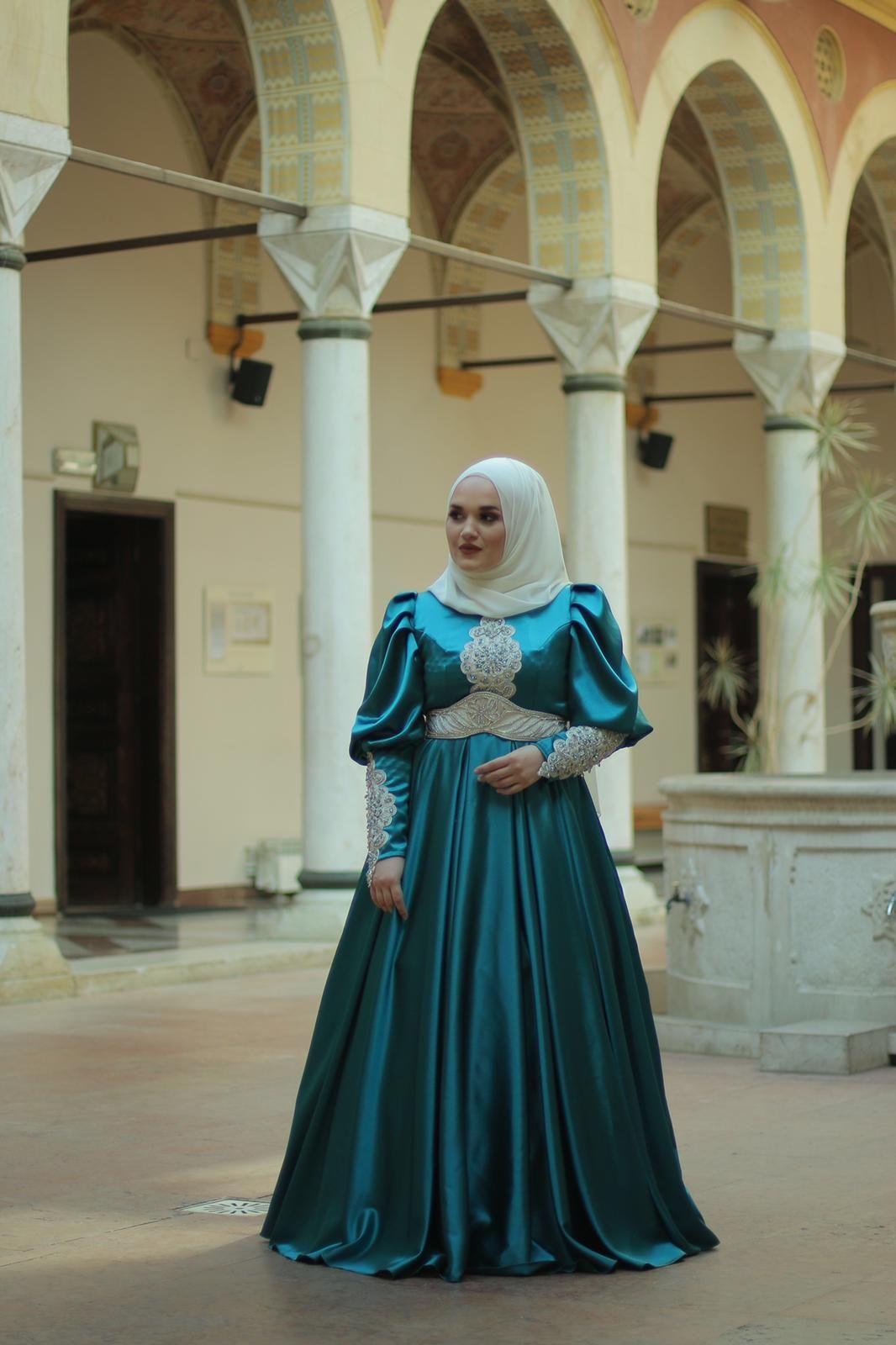 Pin On Unikatne Svecane Haljine By Selma Hasic Manic Dresses