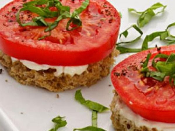 Healthy Snack: Easy and Healthy Vegetarian Snack Recipes Tomato & Basil Finger Sandwiches INGREDIENTS • 4 slices whole-wheat bread• 8 teaspoons reduced-fat mayonnaise, divided• 4 thick slices tomato• 4 teaspoons sliced fresh basil• 1/8 teaspoon salt• 1/8 teaspoon freshly ground pepper METHODCut bread into rounds slightly larger than your tomato. Spread each slice with 2 teaspoons mayonnaise. Top with tomatoes, basil, salt and pepper.