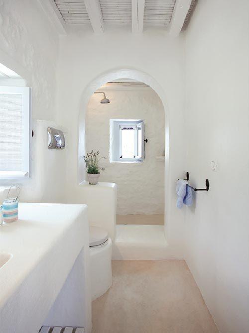 Badkamers voorbeelden » wit gekalkte badkamer uit mykonos