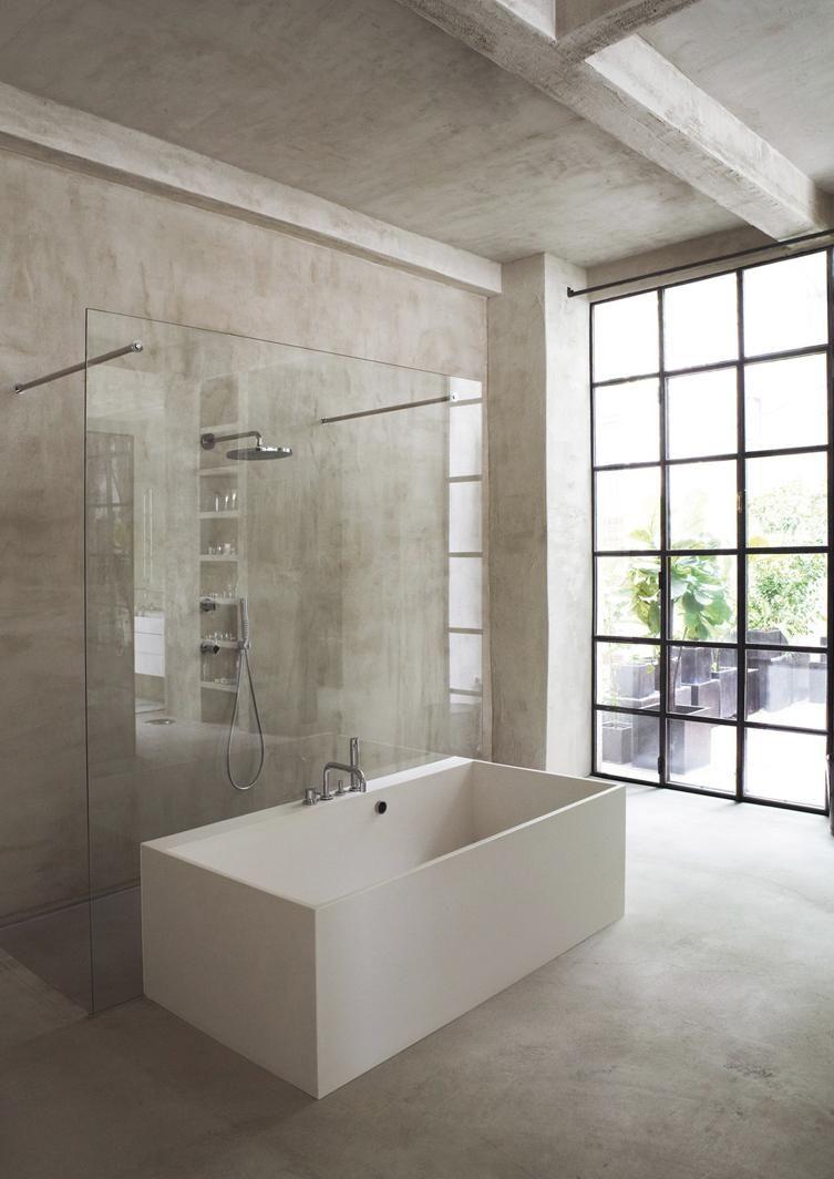 Minimalistisches badezimmer mit ecken und kanten bathtub for Badezimmer badewanne